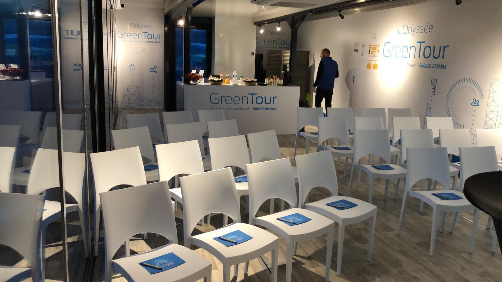 Mobile Training Center for Luxury Automotive Brands | The Clear Idea